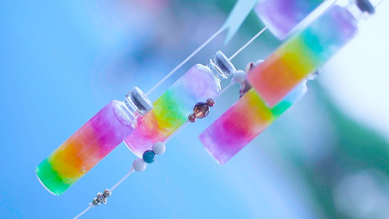 用羊毛氈做的彩虹瓶,DIY一個七彩風鈴,夏日居家必備掛飾-生活視頻-搜狐視頻