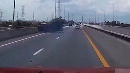 高速 车祸 轿车超速 侧翻