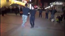 夫妻激情广场舞!绝对逆天!