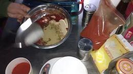 铁板鸭肠撒的什么料、铁板鸭肠的做法大全