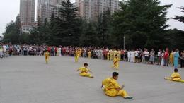 武术学校学员基本功表演2