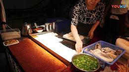 楚雄街头舌尖上的美食   客家煎豆腐   云南【东华影视网】