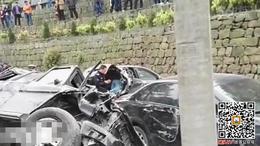 杭州公墓内豪车连撞多辆轿车 现场惨烈已致6死伤