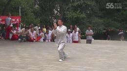 张延明在吉林市龙潭山太极拳活动站20年庆典上表演的太极元功