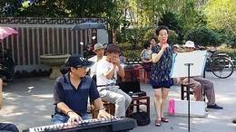 鹰潭公园里平民们动听的歌声3