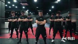 摔角联盟满满的男性荷尔蒙