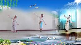 明英广场舞《再唱山歌给党听》异地哥妹合屏视频,制作快乐舞迷