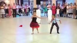 小孩子的跳舞【特别好看】