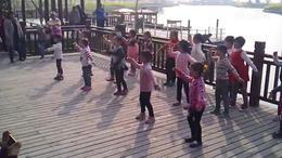 幼儿园小朋友在排练SUNP0125