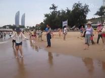 2015暑假安安和爸爸在厦门珍珠湾游泳(4)