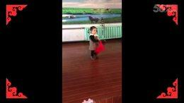 不到两岁小神童能自编自舞