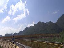 明湖彩虹桥上听对岸