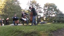 塔林老街花园演奏