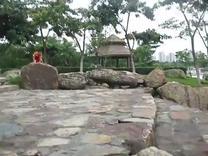 安安和妈妈在厦门海沧跑大石头2015。8。15(一)