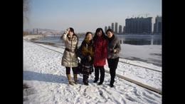 松花江畔踏雪