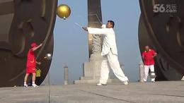 傅海山在黄帝城合苻坛九龙腾飞柱抖大金雷快乐美一天。