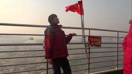武汉活动视频《第二集》登上轮渡看长江