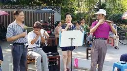 鹰潭公园里平民们不错的歌声。4