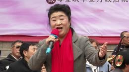郑州第十一届海棠文化节 邓秋香演唱 歌曲《蝶儿飞》