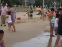 2015暑假安安和爸爸在珍珠湾游泳(1)