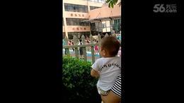 宝贝观看跳舞 (丽景滨江幼儿园)