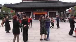 交谊舞:伦巴《江南听雪》.西溪舞蹈群成员.