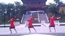 微微笑广场舞:呼伦牧歌.编舞:応子.习舞:微微笑. 叶子.爱琴海