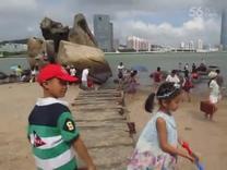 2015暑假颜安和妈妈在厦门鼓浪屿海边拍摄外景