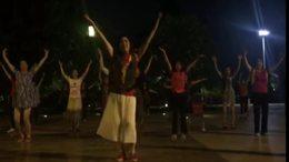 武汉江滩广场舞:蝴蝶之恋(记晚间锻炼)