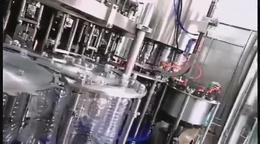 24头三合一碳酸饮料灌装生产现场