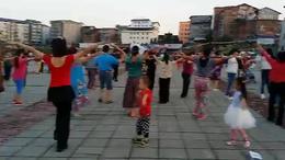 李明琼舞蹈(红蜻蜓飞起来)(石柱黄水大剧院广场群众)
