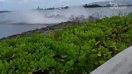 【发现最热视频】实拍!直升飞机突然掉进水里了...