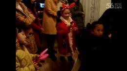 【阿雅贝贝】六岁圣诞聚会上的钢琴独奏与合唱