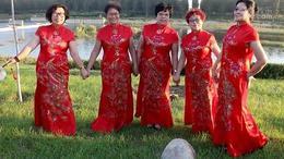 红彤彤的旗袍.
