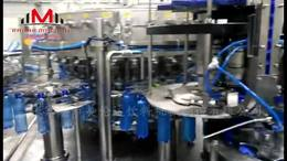 咱国内制造的设备生产蓝色可乐饮料整线视频
