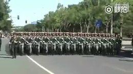 北京街头忽来一群兵