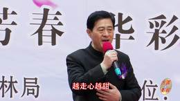 郑州第十一届海棠文化节 碧沙乐团王赤伟演唱 《双脚踏上幸福路》