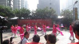 喜庆秧歌舞起来( 区老年大学华府龙湖社区教学点开班仪式演出)