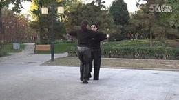 北京水兵舞教学第一套第11个花垦荒步