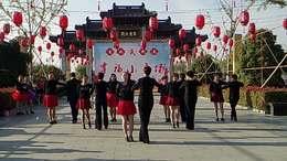 交谊舞:伦巴《陪你一起看草原》表演:西溪舞蹈群成员.