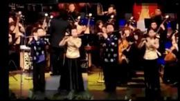 唐俊乔与众弟子合奏《牧民新歌》