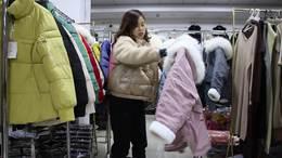 既便宜质量又好女装批发一手货源都在这里!新款女士短款棉衣