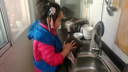 帮奶奶洗锅碗