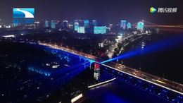 """两江四岸""""长江灯光秀""""启幕秀"""
