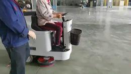 优尼斯小宝马驾驶式洗地机,双刷洗地机,清洗效率高,工作时间长