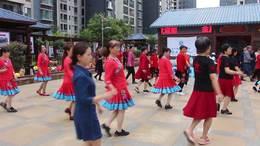 麒麟区金座福城健身队广场舞《你也笑我也笑》