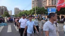 庐山市徒步协会慰问抗洪子弟兵(摄影:姜玉川)