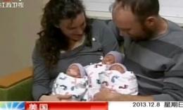 美国女子自然受孕产下罕见同卵三胞胎【高清】.