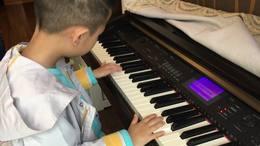 小朋友钢琴表演