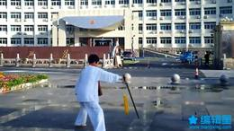 刘孝荣在宁国市政府广场晨练54式太极剑